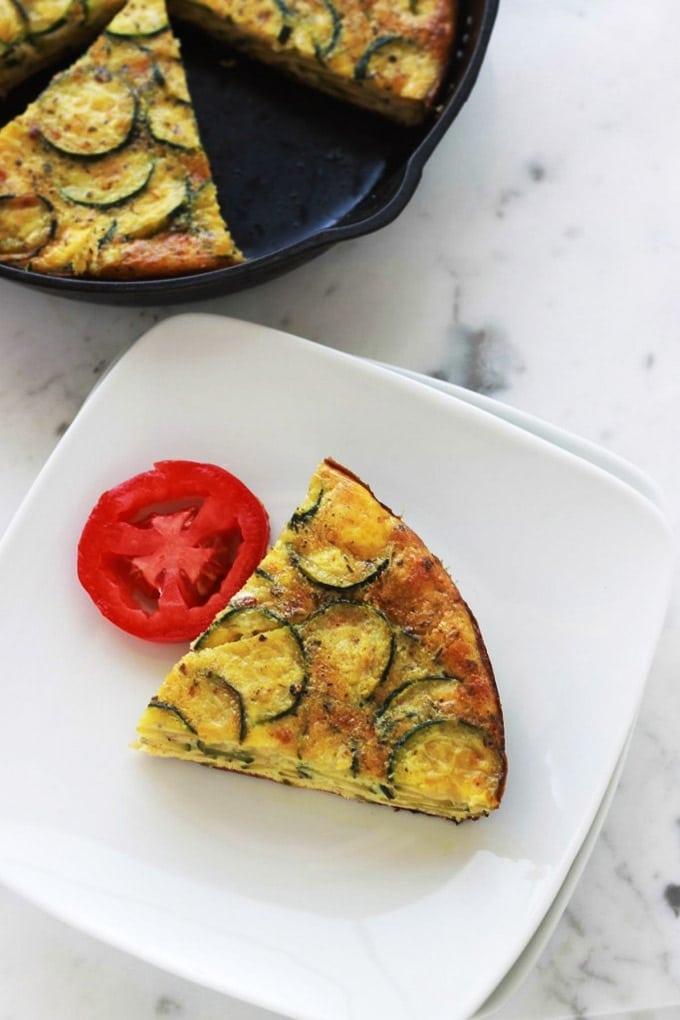 Recette de la frittata aux courgettes, un plat facile et rapide. Accompagnez-le d'une bonne salade verte et vous avez un plat complet en moins de 30 minutes.