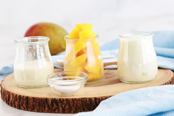 Ingredients du lassi a la mangue boisson indienne rafraichissante : mangue yaourt lait ou eau sucre ou miel