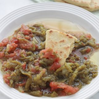 Ifelfel s'zith (salade de poivrons kabyle)