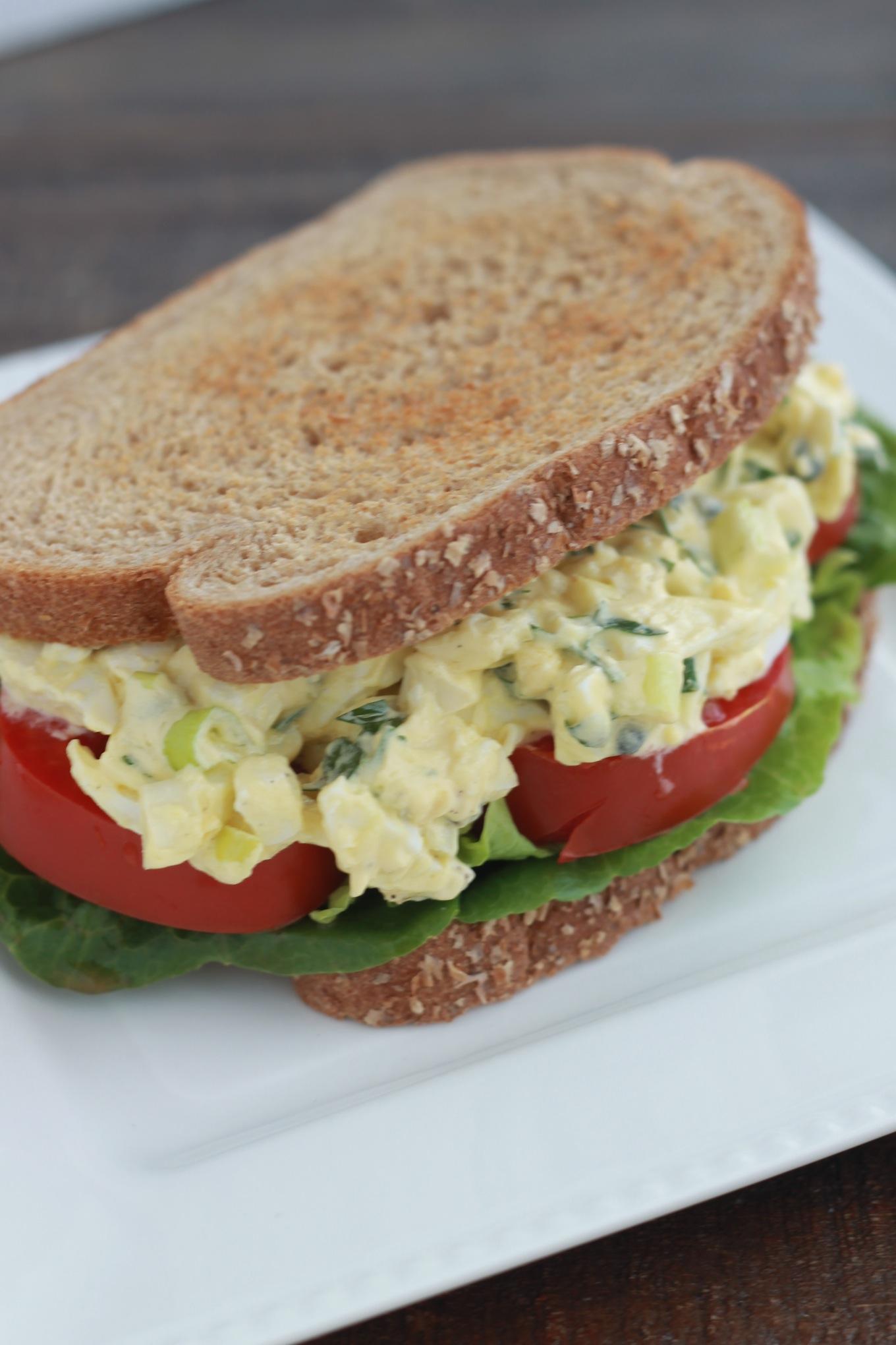 Sandwichs a la salade d'oeufs durs