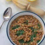 Soupe de lentilles aux épinards et jus de citron