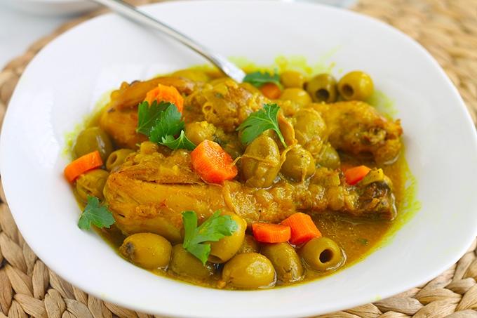 Tajine de poulet aux olives et carottes