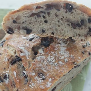Délicieux pain sans pétrissage aux olives
