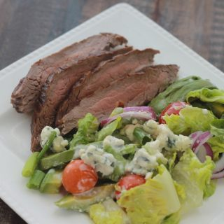 Salade de steak, sauce au fromage bleu