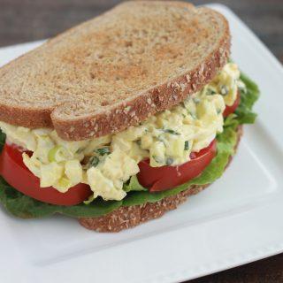 Sandwichs à la salade d'oeufs durs