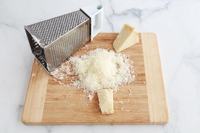 Raper le fromage parmesan