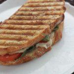 Sandwich caprese grillé facile