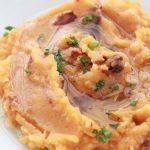 Puree de pommes de terre a l'ail, piment et huile d'olive