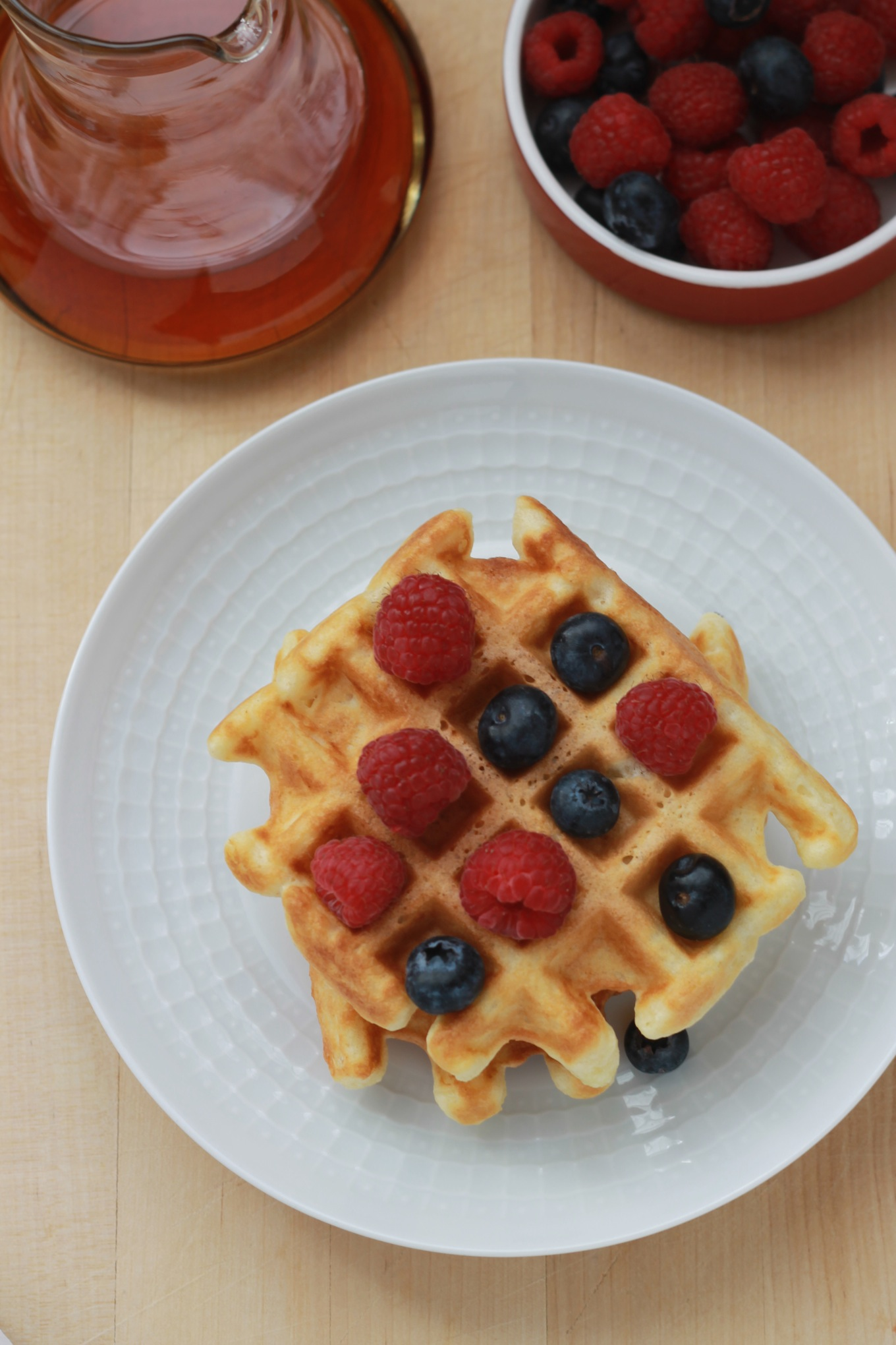 Faire des gaufres maison est un jeu d'enfant. Les gaufres sont appréciées de tous au petit-déjeuner, goûter et en dessert. / cuisineculinaire.com