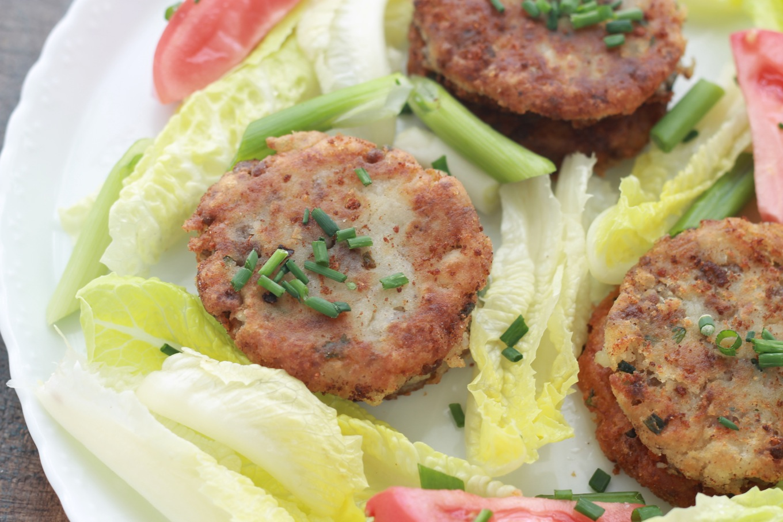 Makouda à la viande hachée ou galettes de pommes de terre à l'algérienne. Faciles à faire et délicieuses avec une salade et/ou une chorba frik (soupe algérienne). / cuisineculinaire.com
