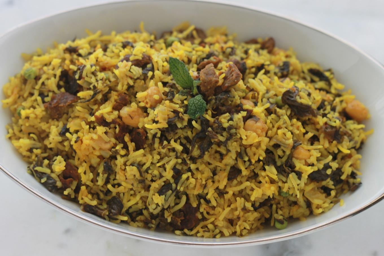 Riz djerbien ou Roz Djerbi tunisien. Un plat complet, délicieux, rapide et facile : du riz cuit à la vapeur avec des épinards, de la viande et/ou des abats comme le foie, des pois chiches et autres légumes./cuisineculinaire.com