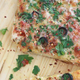 Pizza mozzarella olives