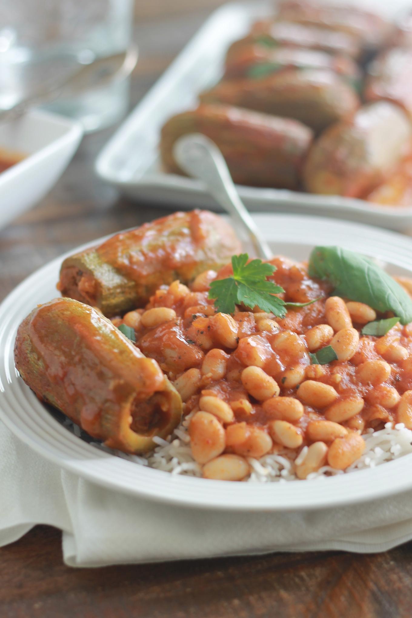 Courgettes farcies à la syrienne et leur sauce aux haricots blancs
