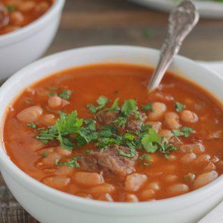 Soupe aux haricots blancs (Loubia à la viande)