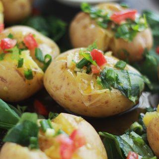 Batatas a murro (pommes de terre à la portugaise, huile d'olive, ail et herbes aromatiques)