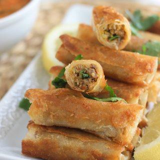 Boureks à la viande hachée, fromage et olives