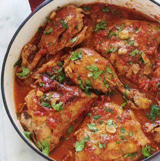 Poulet à l'ail et tomates à la cocotte ou poêle