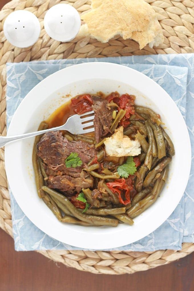 Tajine de viande aux haricots verts, un plat complet, simple mais tellement savoureux. Peut se faire avec des haricots frais, surgelés ou en conserves.