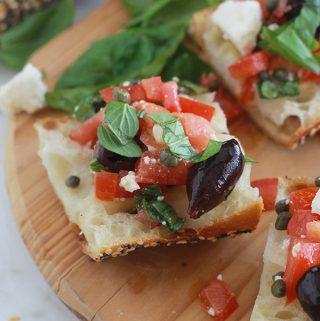 Tartines à la salade crétoise (tartines grecques)