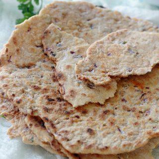 Galettes de semoule à l'oignon et épices (pain plat)