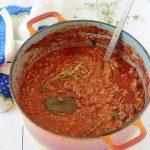 La sauce bolognaise maison, une recette facile et tellement savoureuse. Pour les pâtes (spaghetti et tagliatelles par ex.), les lasagnes, les cannellonni, les coquilles etc