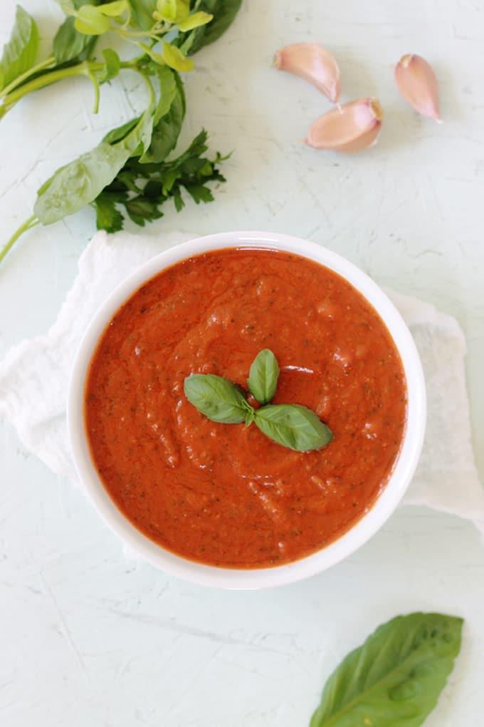 Sauce tomate au basilic recette facile. Pour les pâtes, les pizza, les boulettes de viandes et tout autres plats à base de sauce tomate.