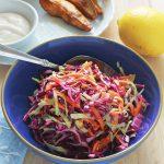 Salade coleslaw : recette de salade de chou très populaire aux US. A base de chou (blanc, vert ou rouge). Croquante et rafraîchissante. Très simple et rapide à faire.