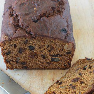 Cake au potiron, épices, noix, raisins secs