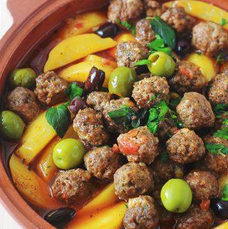 Tajine aux boulettes de viande, pommes de terre et olives