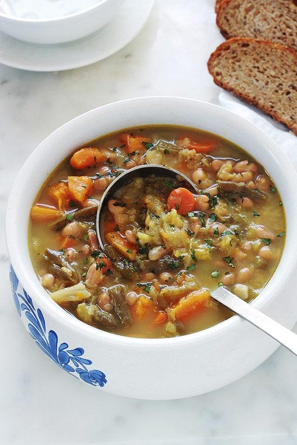 Soupe au chou et aux deux haricots (soupe paysanne avec ou
