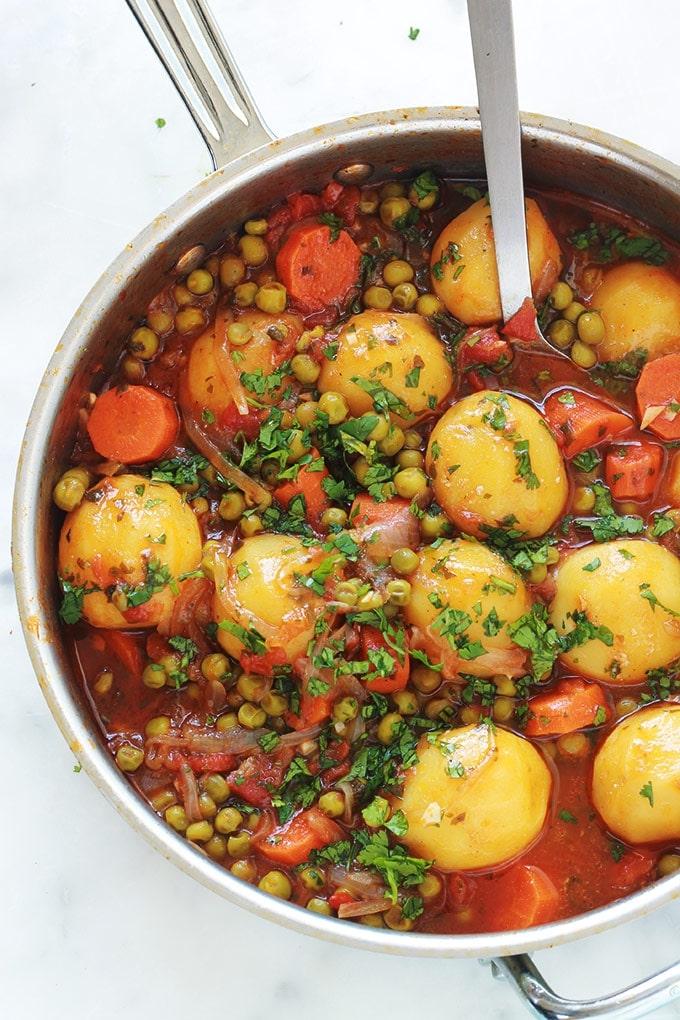 petits pois carottes et pommes de terre en sauce tomate l gumes mijot s cuisine culinaire. Black Bedroom Furniture Sets. Home Design Ideas