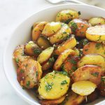 Pommes de terre sarladaise dans un bol