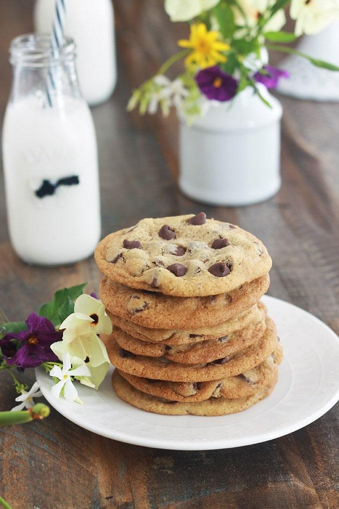 Délicieux cookies aux pépites de chocolat de Pierre Hermé. Une recette facile et rapide à faire. Ca plait à tout le monde ! Petits et grands. Si vous avez des enfants, vous pouvez les préparer avec eux, moi je les fais avec ma fille ! Ils sont superbes pour le goûter.