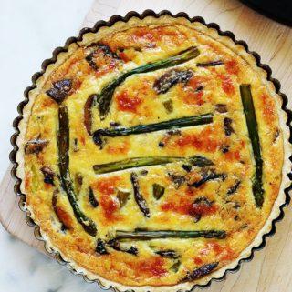 Quiche aux asperges, champignons et fromage