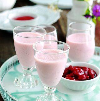 Panna cotta aux fraises (mélange crème et coulis de fraises)
