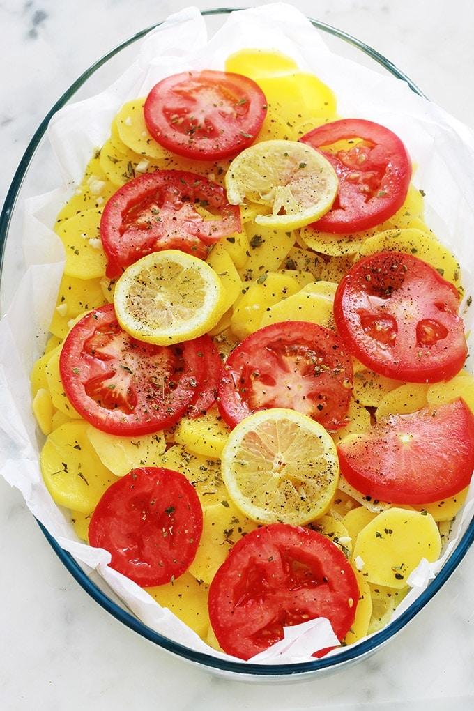 Pommes de terre tomates et citron au four.