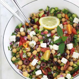 Salade de pois chiches aux tomates, concombre et feta