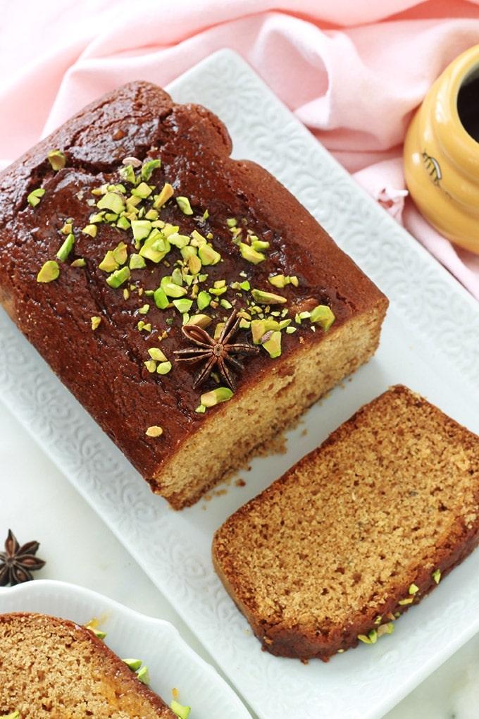 Délicieux pain d'épices au lait concentré moelleux et facile à faire. Une recette toute simple et originale à base de lait concentré sucré, miel, beurre et épices pour pain d'épice. Pour le petit déjeuner et le goûter. En toasts avec du foie gras et de la confiture de figues, pour vos repas de Noël, nouvel an…