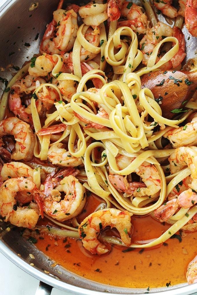 Une recette simple, rapide (moins de 15 minutes) : des pâtes aux crevettes à l'ail et persil. Un plat avec un minimum d'ingrédients : pâtes au choix, crevettes, ail, persil, beurre et/ou huile d'olive. Simplissime et tellement savoureux.
