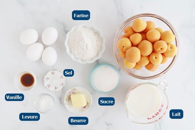 Ingrédients du clafoutis aux abricots : abricots, farine, oeufs, sucre, levure, lait ou crème, beurre, vanille, 1 pincée de sel.
