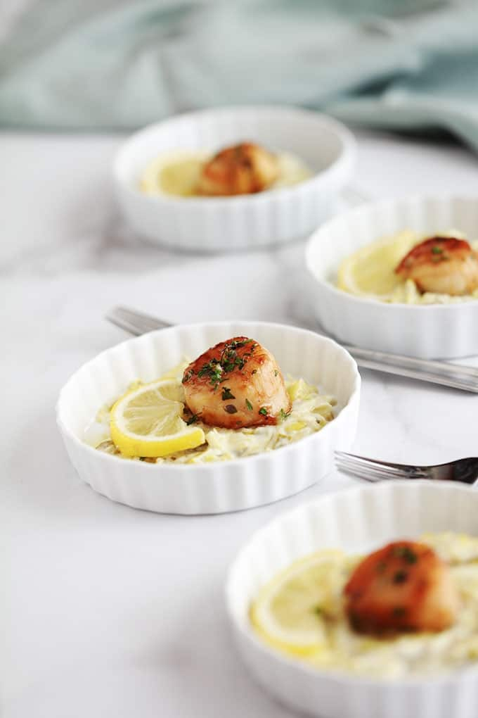 La fondue de poireaux se marie merveilleusement avec les Noix de Saint-Jacques poêlées. Une recette festive très facile. Les poireaux et les noix de saint jacques sont fondants à souhait. Un régal!