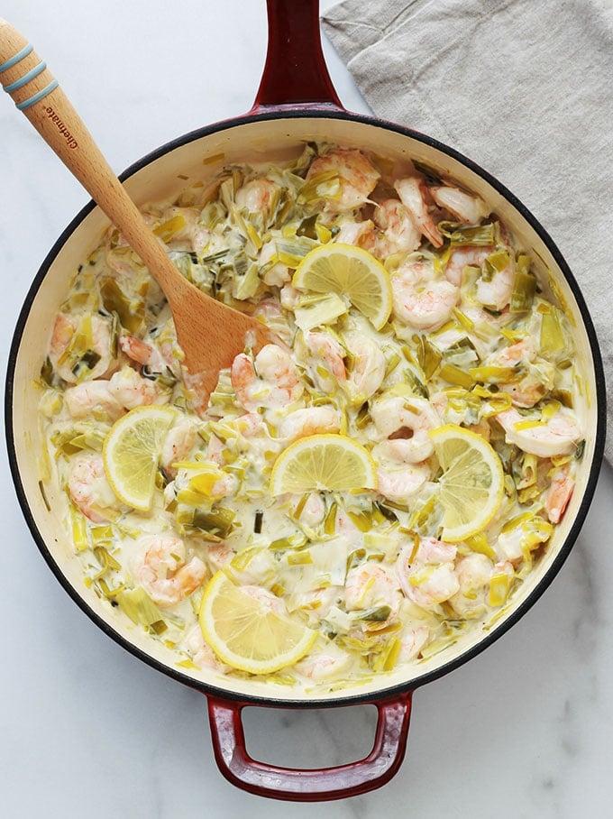 La fondue de poireaux aux crevettes est un délicieux plat très facile à faire. Un régal comme sauce pour les pâtes, du riz ou tout simplement avec du pain pour saucer dedans.