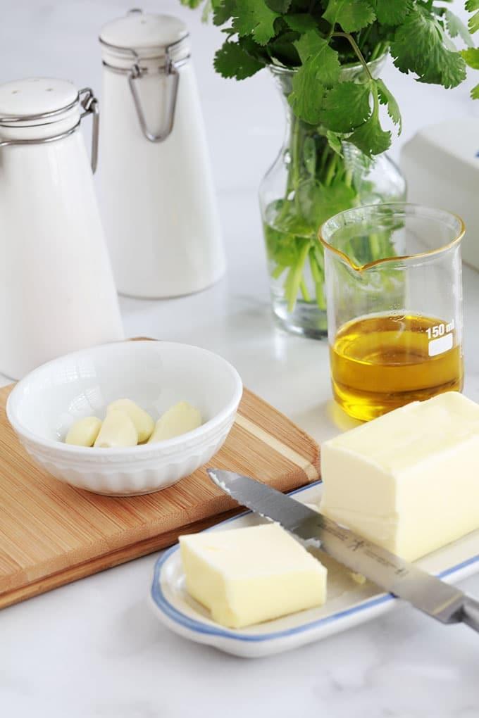 Ingredients de la sauce pour haricots verts sautes ail persil beurre huile d olive
