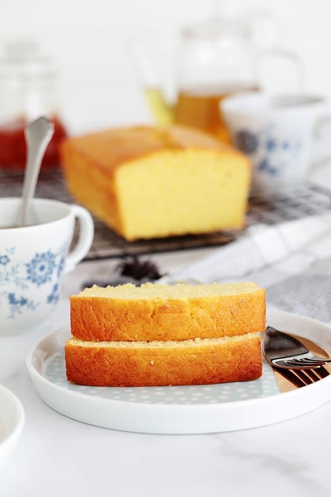 Cake ultra moelleux au yaourt pour écouler des jaunes d'oeufs restants. Très facile, parfumé et anti gaspillage. Vous pouvez garder la recette nature ou ajouter des fruits (frais, secs, au sirop), du chocolat, des noix, ...