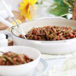 Délicieux haricots verts et viande hachée mijotés dans une sauce tomate épicée. Cette recette libanaise est très simple à faire. A base de haricots verts frais en saison ou des haricots verts surgelés ou en conserve. Et des tomates fraîches ou en boîte.