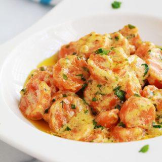 Recette des carottes Vichy version crème. Un plat d'accompagnement avec peu d'ingrédients, simple et économique. Les carottes sont fondantes et très savoureuses.