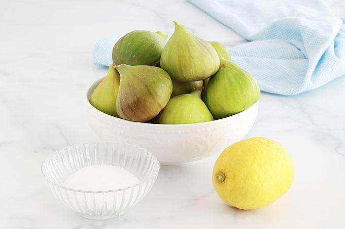 Recette toute simple de compote de figues fraîches. A déguster telle quelle ou accompagnée d'une glace (ou de chantilly) pour les plus gourmands. Peut servir de topping pour des crêpes, gaufres, pancakes, pain perdu, yaourt ...