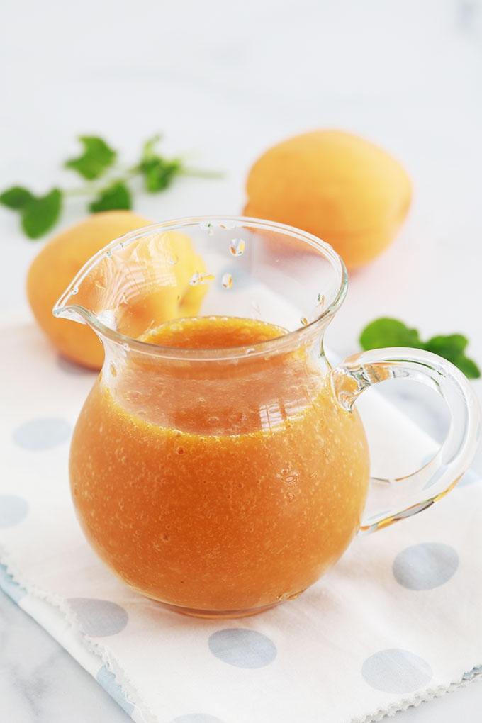 Recette du coulis d'abricots, simple et rapide. Abricots frais ou surgelés. Délicieux pour napper vos desserts : gâteaux, panna cotta, riz au lait, cheesecakes, yaourt, crêpes et pancakes, ,,,