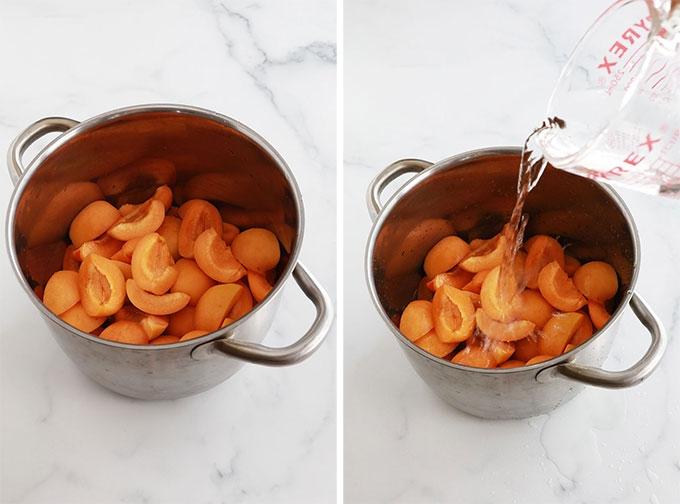 Abricots denoyautes coupes en deux cocotte