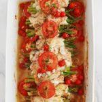 Voici une recette légère : blancs de poulet roulés aux asperges sur lit de tomates, oignon et éventuellement pomme de terre. Cuisson au four. C'est délicieux, light et facile à varier en utilisant d'autres légumes.